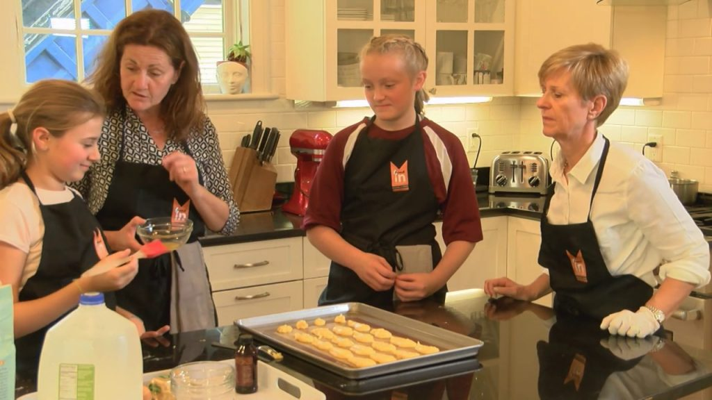 Teens Cook – Season 3 – Episode 1 – Swan Puffs